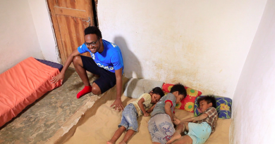 Spanie na piasku, niezwykła tradycja mieszkańców wyspy Madura